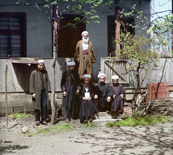 1912 г. Муллы у мечети. Батум
