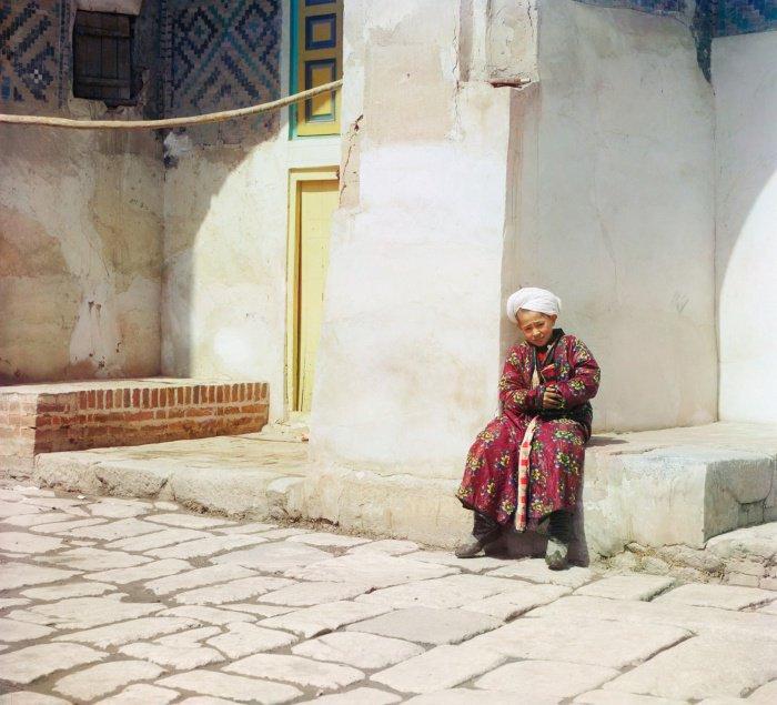 1911 г. Во дворе мечети Шир-Дор, Узбекистан