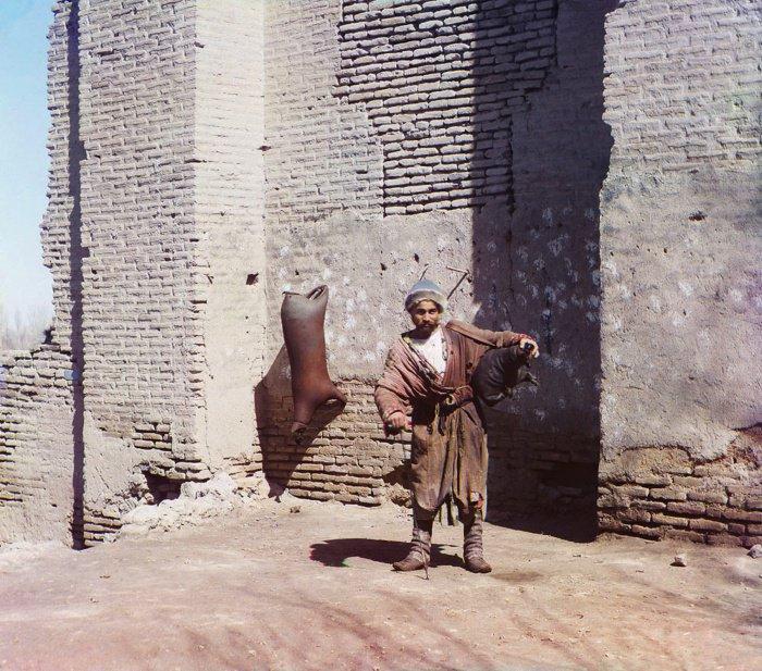 1911 г. Узбекистан. Водонос.