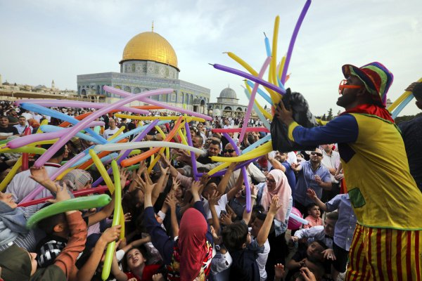 How is Eid al-Fitr celebrated in different countries of the world?