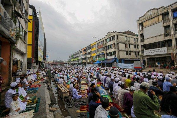 Как отпраздновали Ид аль-Адха в разных уголках мира? (ФОТО)