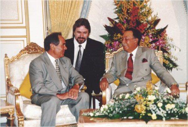 С Королем Малайзии г-ном Янгом ди Пертуаном Агонгом, 1997 год. Фото: М. Козловский