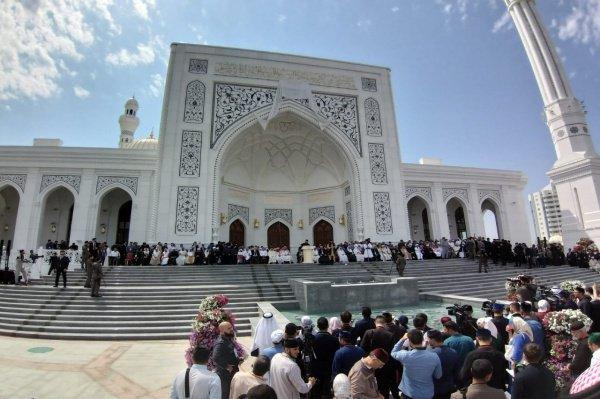 Владимир Путин поздравил российских мусульман с открытием крупнейшей в Европе мечети