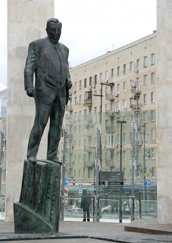 Владимир Путин открыл памятник Евгению Примакову