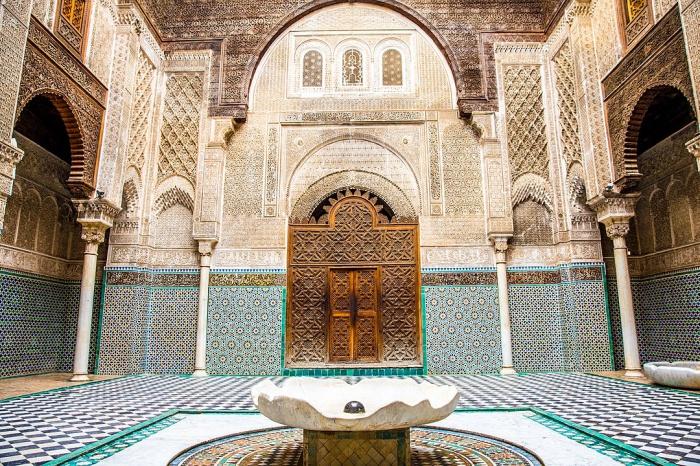 Древнейший университет мира, кожевенная галантерея и  тарикат тиджани – чем примечателен марокканский город Фес?