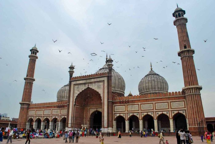 Safarnama: a journey through time to the Mughal monuments in South Asia